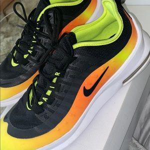 Mike sneakers !